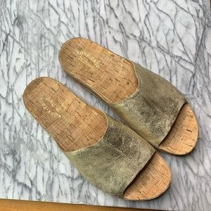 NWOT Kork-Ease Tutsi Sandals. Gold Sz 11M. S229